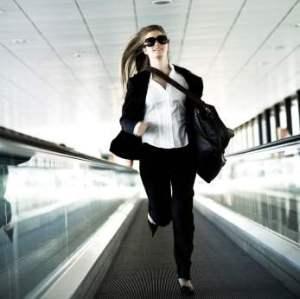 businesswoman_inhurry